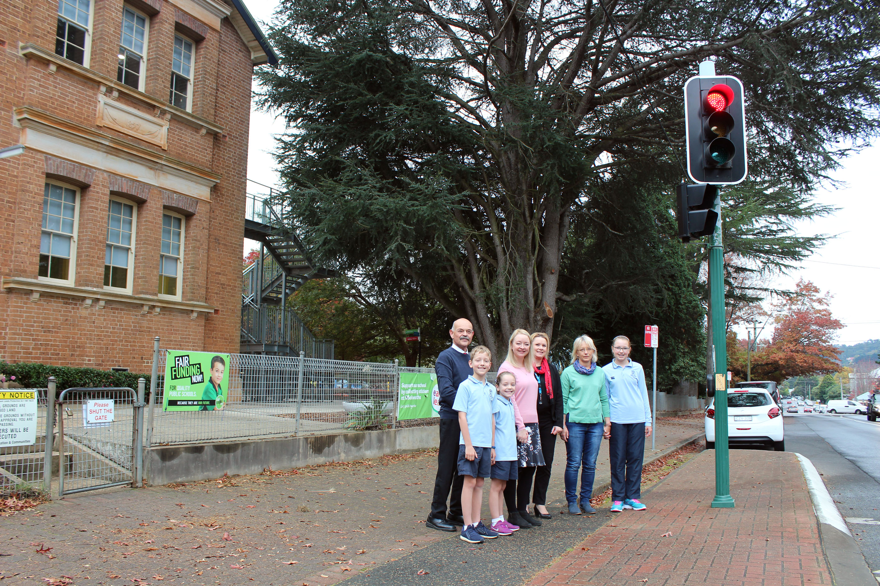 Council's Road Safety Officer with Principal Graham and concerned parents at the Bendooley Street traffic signals