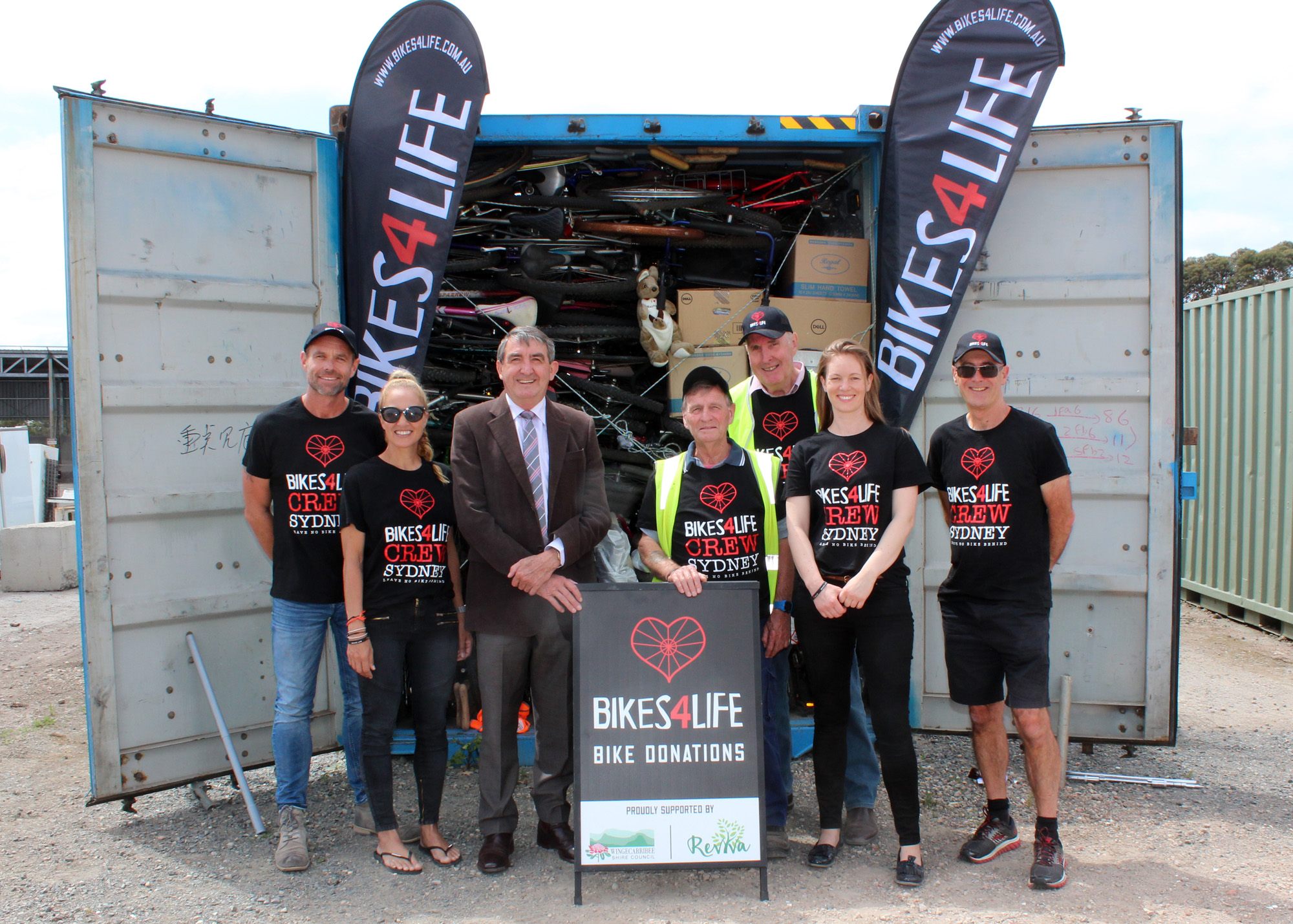 Volunteers Hans Radowitz and Bob Clark with Wingecarribee Shire Mayor Duncan Gair and representatives from Bikes 4 Life